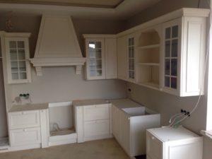 Кухня на заказ от дизайнера белая в Иваново